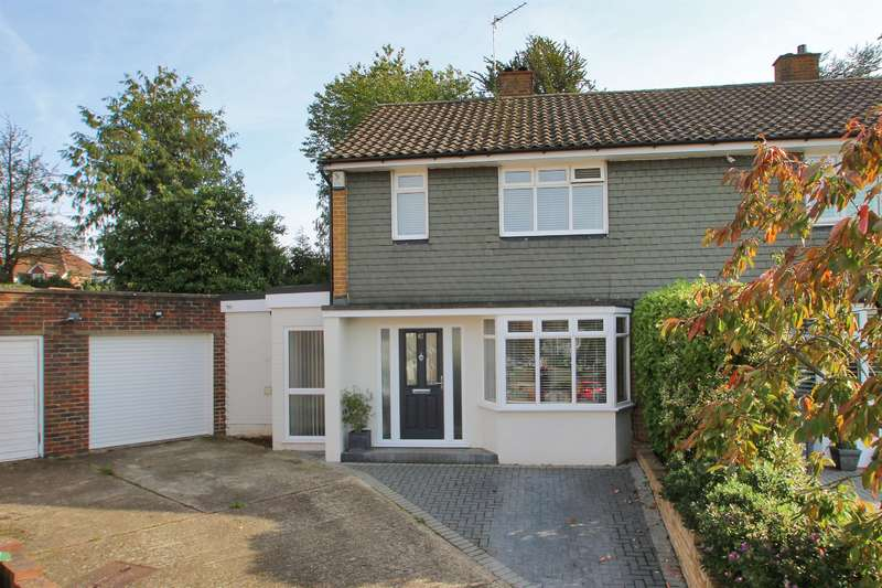 3 Bedrooms Semi Detached House for sale in The Grove, Sidcup, Kent, DA14 5NQ