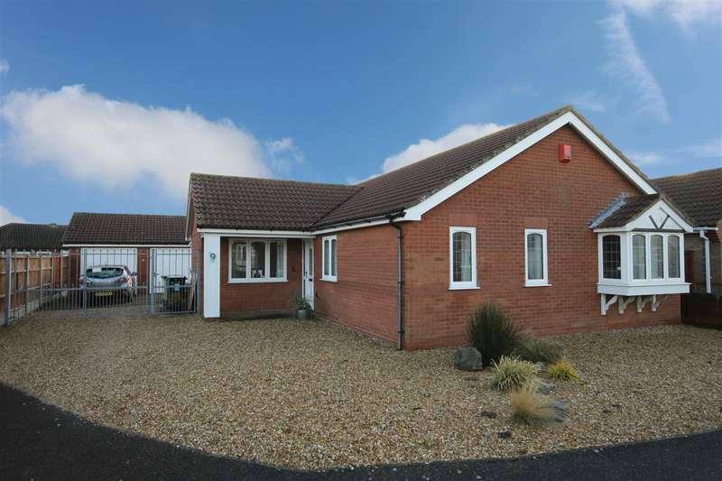 3 Bedrooms Detached Bungalow for sale in Tennyson Close, Sutton-On-Sea