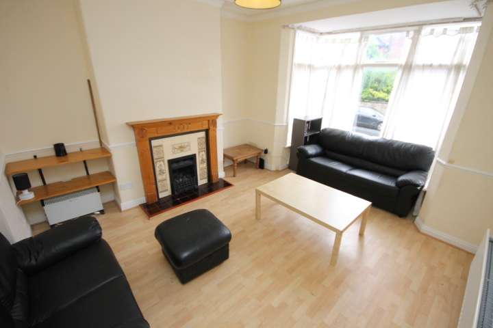 6 Bedrooms Semi Detached House for rent in St Michaels Road, Headingley, Leeds, LS6 3AW