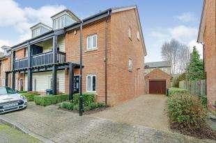 4 Bedrooms Semi Detached House for sale in Adair Gardens, Caterham, Surrey