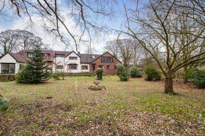 5 Bedrooms Detached House for sale in Manchester Road, Macclesfield, Cheshire