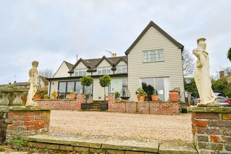 4 Bedrooms Detached House for sale in Butchers Yard, Duton Hill, Dunmow