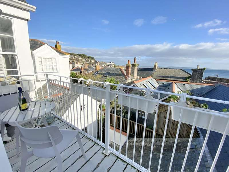 3 Bedrooms Flat for sale in Chapel Street, Mousehole