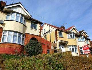 3 Bedrooms Semi Detached House for rent in Crawley Green Road, Luton