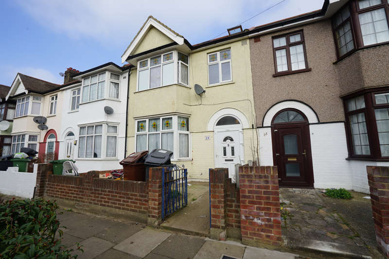 4 Bedrooms Terraced House for sale in Sherwood Gardens, Barking, IG11
