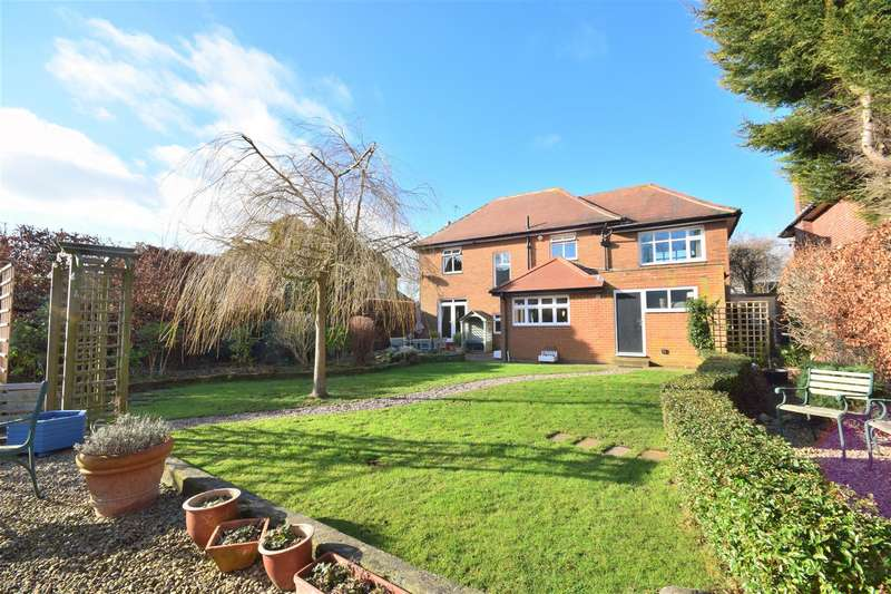 4 Bedrooms Detached House for sale in Meadowfield Drive, Cleadon, Sunderland