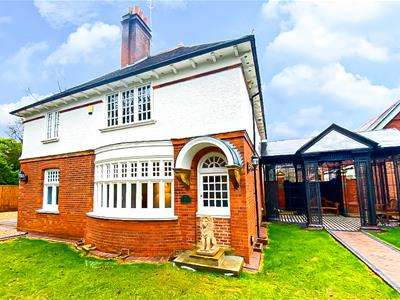 4 Bedrooms Semi Detached House for sale in Elmbridge Road, Cranleigh