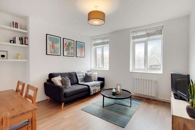 1 Bedroom Flat for sale in Comber Grove, London SE5