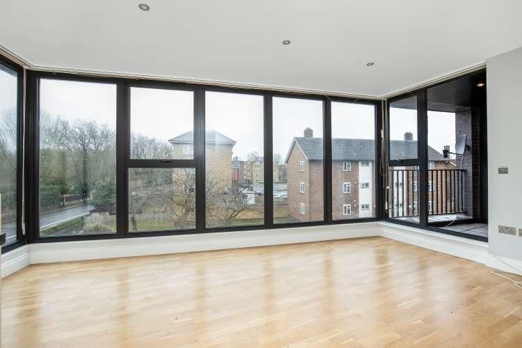 2 Bedrooms Flat for sale in Comerford Road Brockley SE4