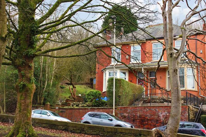 4 Bedrooms Semi Detached House for sale in Queens Road, Blackburn, BB1 1QG