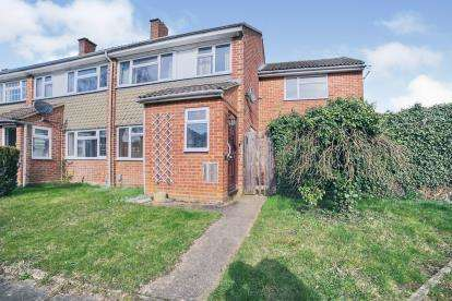 4 Bedrooms End Of Terrace House for sale in Cookfield Close, Dunstable, Bedfordshire