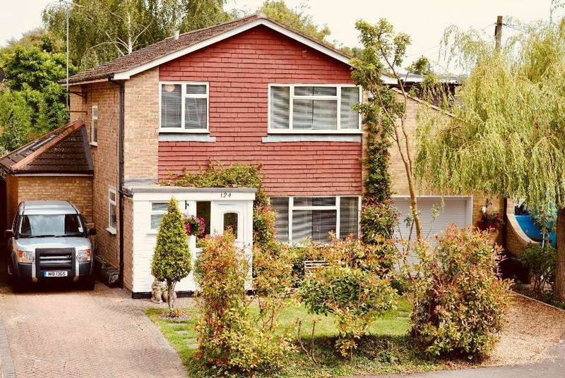 4 Bedrooms Detached House for sale in Fairway Avenue, West Drayton, UB7 7AP