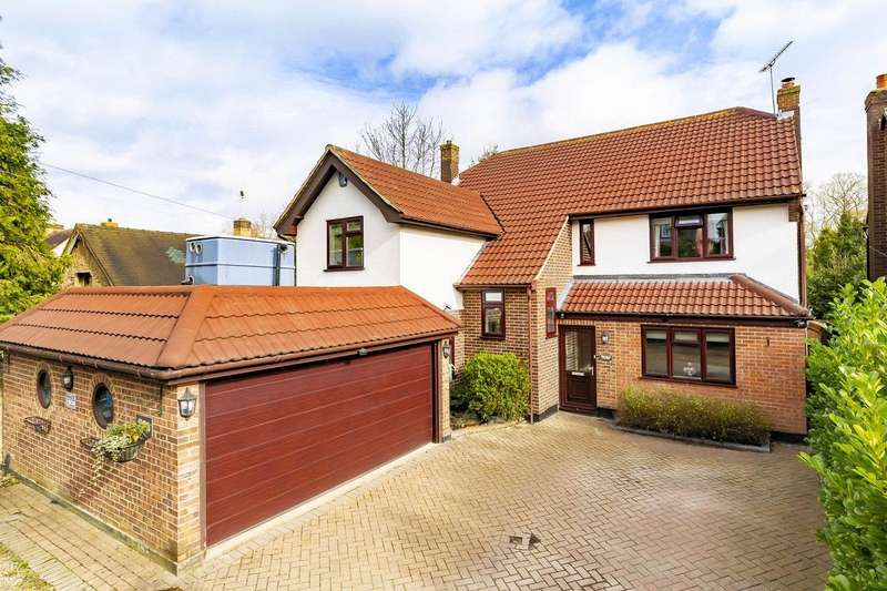 6 Bedrooms Detached House for sale in The Plain, Epping