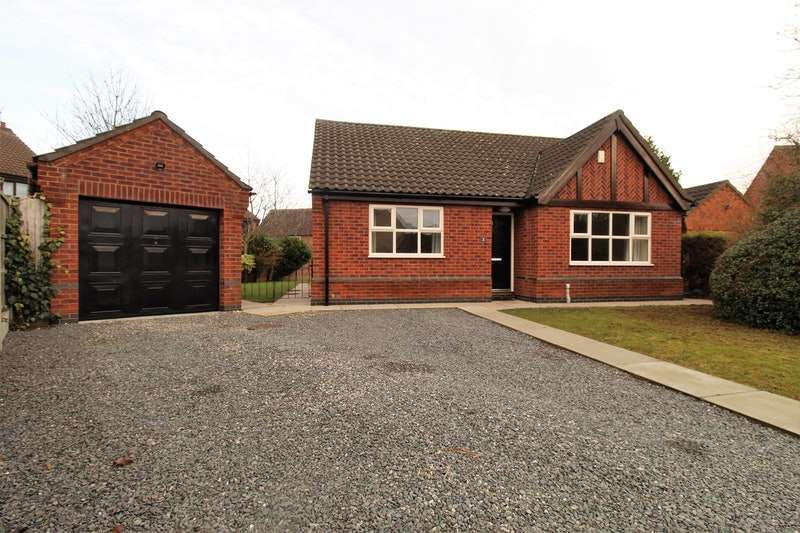 2 Bedrooms Bungalow for sale in Lodge Close, Lincoln, Lincolnshire, LN2