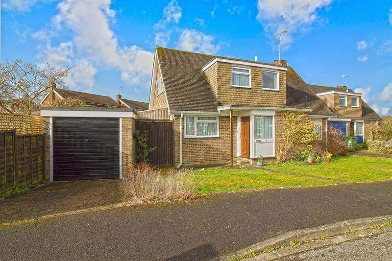 3 Bedrooms Detached House for sale in Silver Birch Close, Liss, Hampshire, GU33