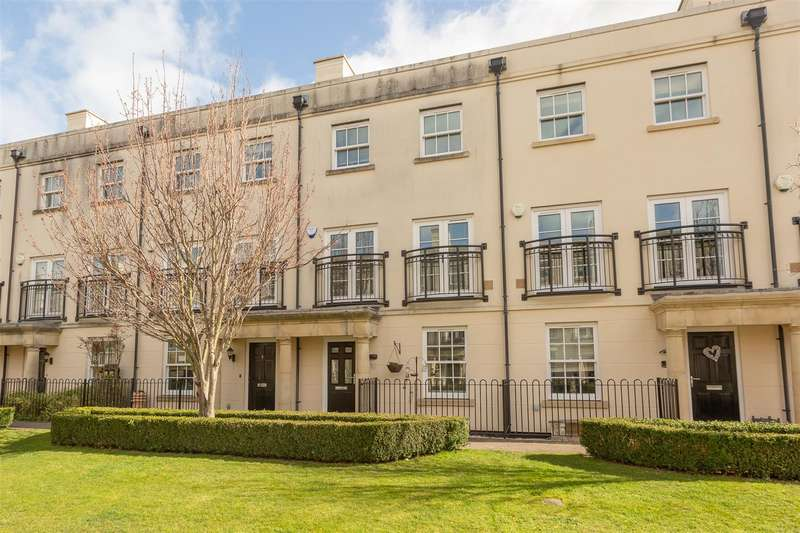 4 Bedrooms Town House for sale in The Boulevard, Westgate-On-Sea