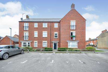 2 Bedrooms Flat for sale in Alchester Court, Towcester, Northamptonshire