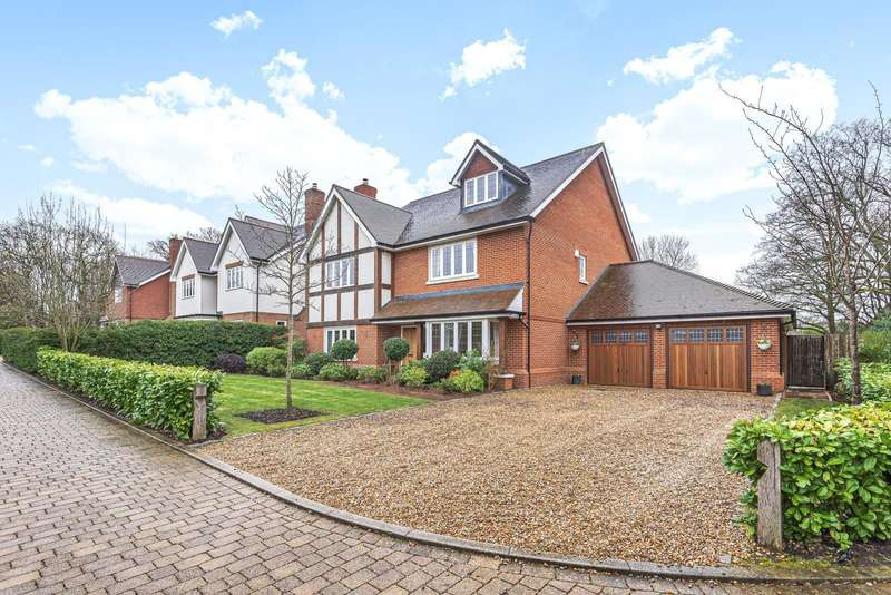 5 Bedrooms Detached House for sale in Canvil Place, Cranleigh, GU6