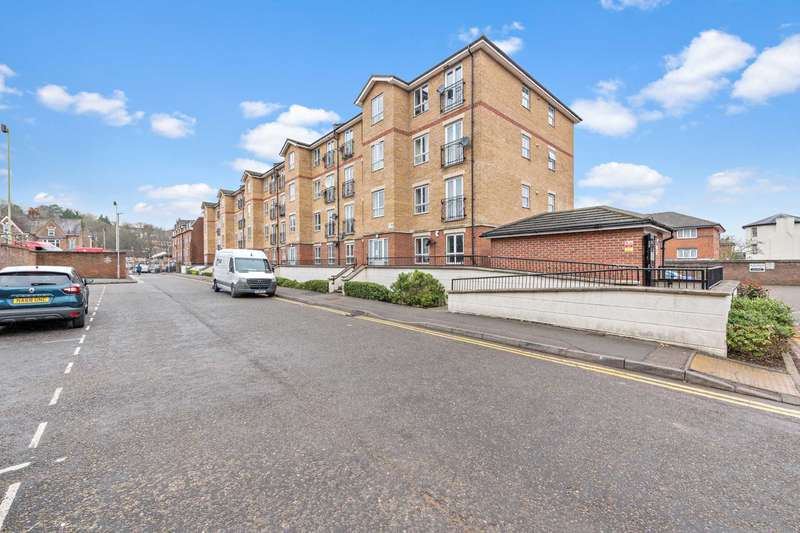 1 Bedroom Apartment Flat for sale in Marlborough Court, Grove Road, Luton