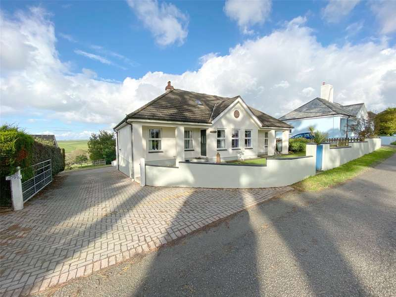 3 Bedrooms Bungalow for sale in Penstowe Road, Kilkhampton, Bude, Cornwall, EX23