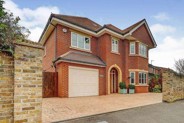 5 Bedrooms Detached House for sale in West Byfleet, Surrey