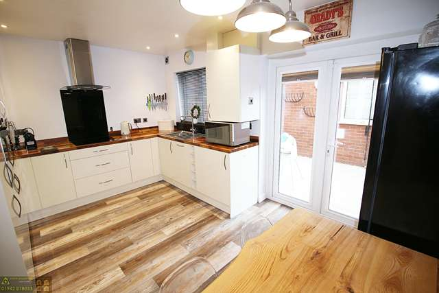 2 Bedrooms Flat for sale in 2C Carr Street, Hindley, Wigan, WN2 3LG