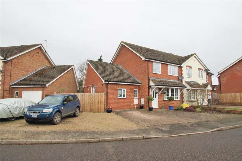 4 Bedrooms Semi Detached House for sale in Bodenham Close, Buckingham