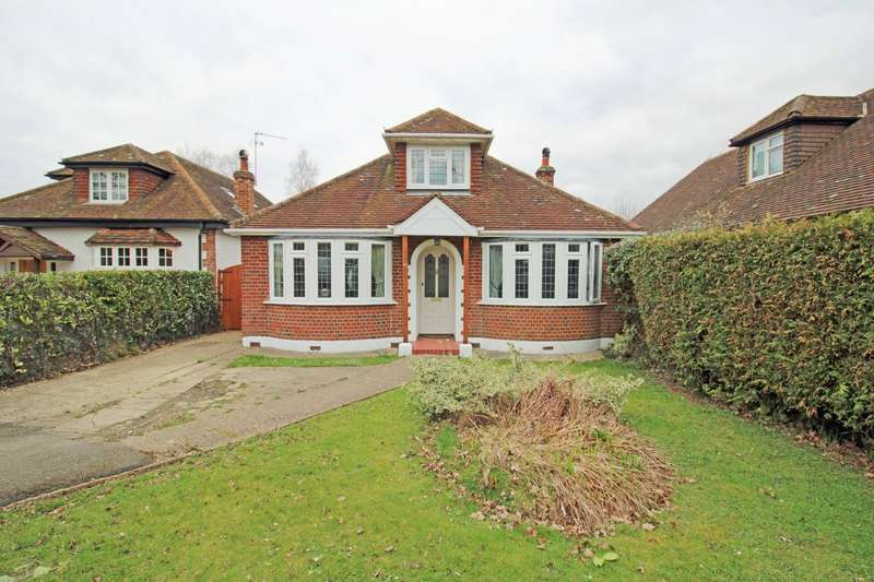 4 Bedrooms Detached Bungalow for sale in Little Green Lane, Chertsey, Surrey, KT16