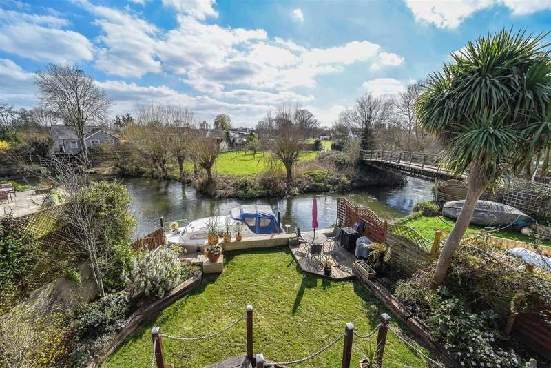 4 Bedrooms Detached House for sale in The Creek, Sunbury-On-Thames