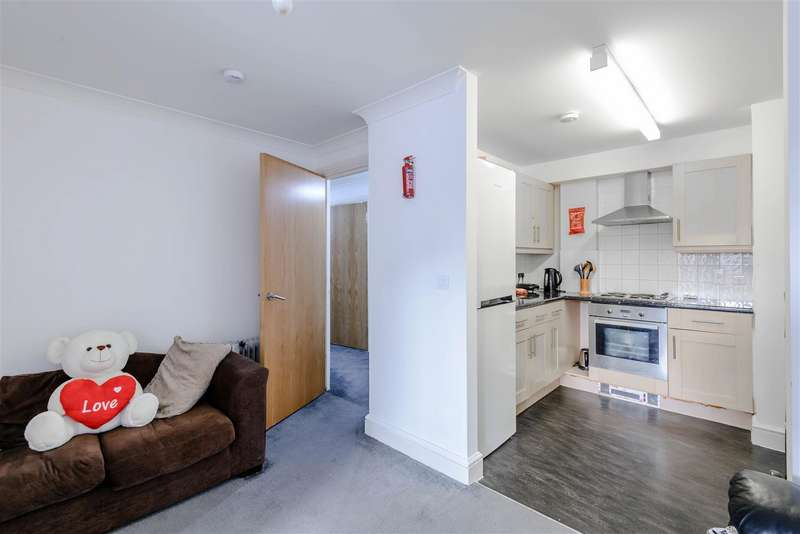 2 Bedrooms Flat for sale in The Concourse, London