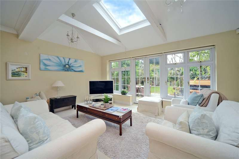 4 Bedrooms Detached House for sale in High Road, Chipstead, Coulsdon, Surrey, CR5