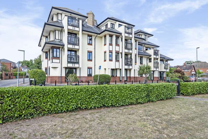 2 Bedrooms Apartment Flat for sale in Riverview, Russell Road, Shepperton, TW17