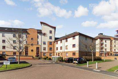 3 Bedrooms Flat for sale in Donnini Court, South Beach Road