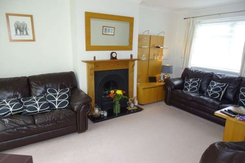 4 Bedrooms Semi Detached House for sale in Ellington Road, Lower Feltham, TW13