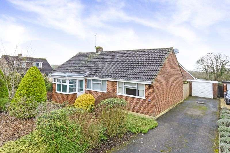 3 Bedrooms Property for sale in Barnes Close, Marnhull, DT10