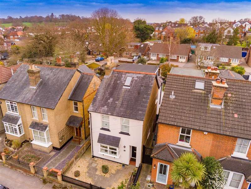 4 Bedrooms Detached House for sale in Woburn Avenue, Theydon Bois