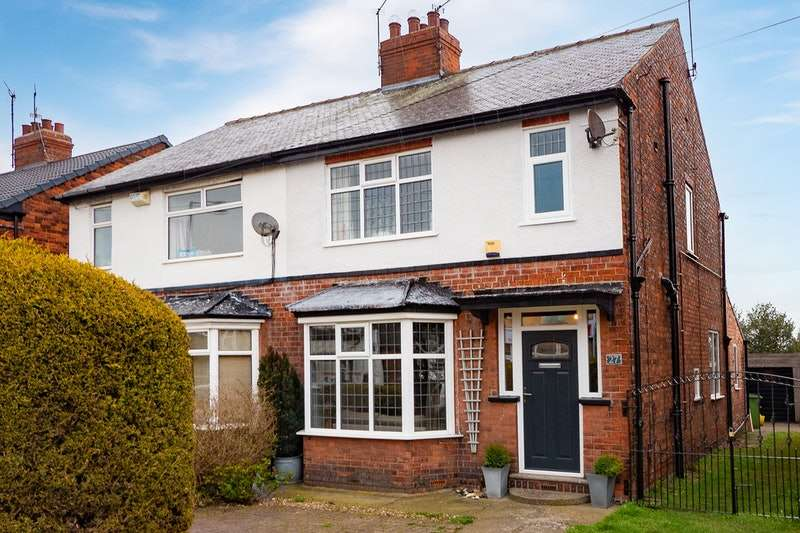 3 Bedrooms Semi Detached House for sale in New Village Road, Cottingham, East Yorkshire, HU16