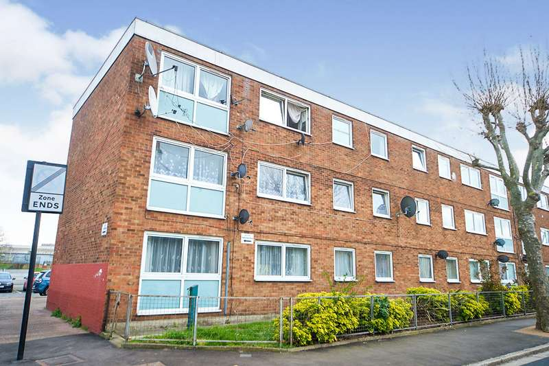 3 Bedrooms Apartment Flat for sale in Folkestone Road, London, E6