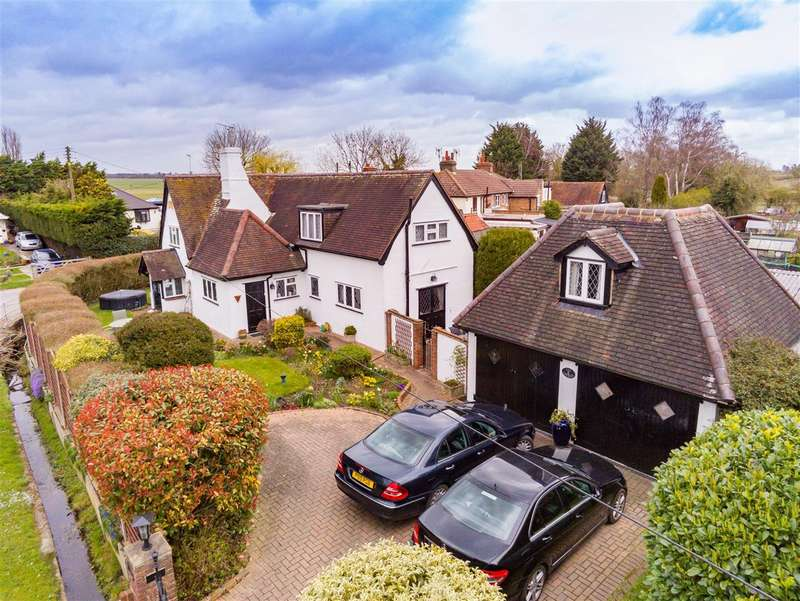 3 Bedrooms Detached House for sale in Duck Lane, Thornwood Common