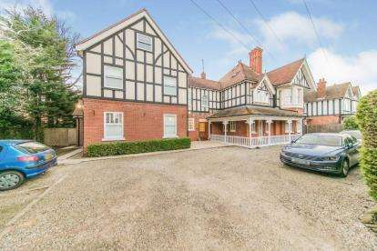 2 Bedrooms Flat for sale in 55 Fourth Avenue, Frinton On Sea, Essex
