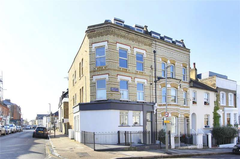 3 Bedrooms Flat for sale in Shelgate Road, Battersea, London, SW11