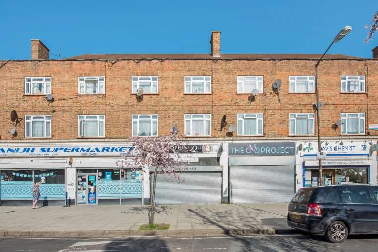 2 Bedrooms Flat for sale in Crossthwaite Avenue London SE5