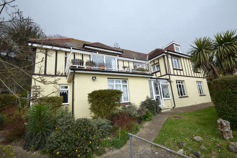 5 Bedrooms Detached House for sale in Castle Road, Ventnor