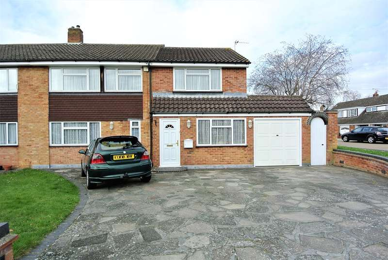 4 Bedrooms Semi Detached House for sale in Anglesey Close, Ashford, TW15