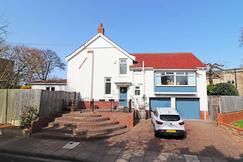 5 Bedrooms Detached House for sale in Cresswell Drive, Hartlepool, TS26