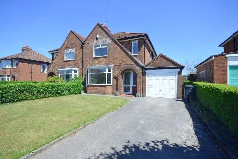 3 Bedrooms Semi Detached House for sale in Canberra Road, Leyland, PR25