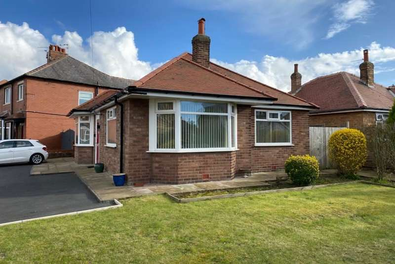 2 Bedrooms Detached Bungalow for rent in Church Road, St Annes, Lytham St Annes, FY8