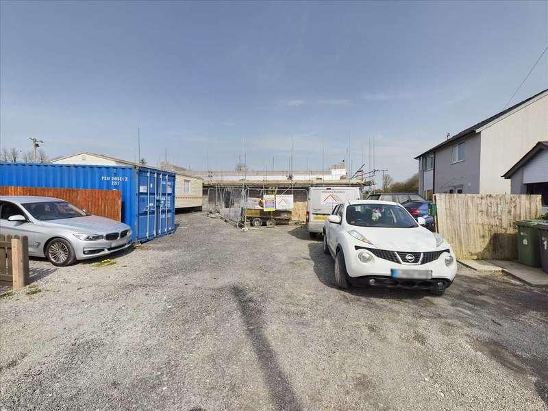 3 Bedrooms Semi Detached House for sale in Cefn Dinam, Gaerwen