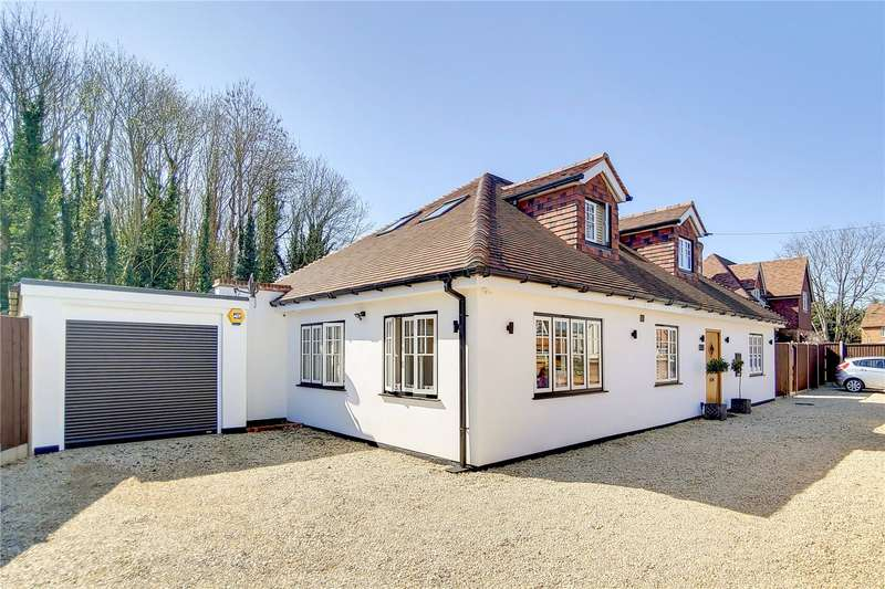 5 Bedrooms Detached House for sale in Bramlea, Rosemary Lane, Thorpe, Surrey, TW20