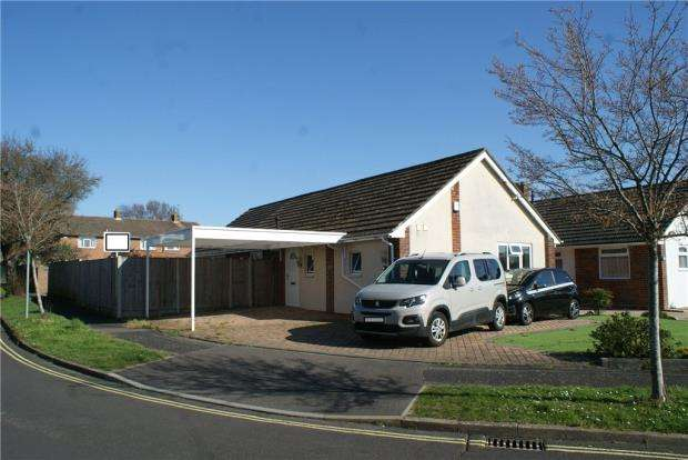 3 Bedrooms Detached Bungalow for sale in Trosnant Road, Havant, Hampshire